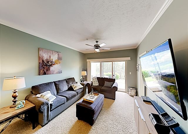 Majestic at Table Rock Lake Condo   Patio, Trails & Dock   300' to Lake, holiday rental in Branson
