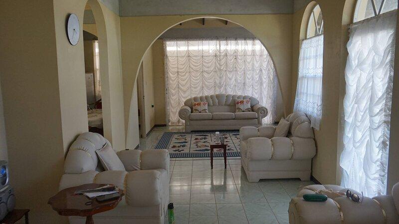 Tinays Caribbean Holiday Let Spaciousbungalow, casa vacanza a Toucari