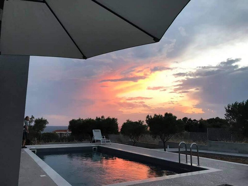 Merelia Luxury Villas - Halkidiki Villa Sunset, location de vacances à Nea Triglia