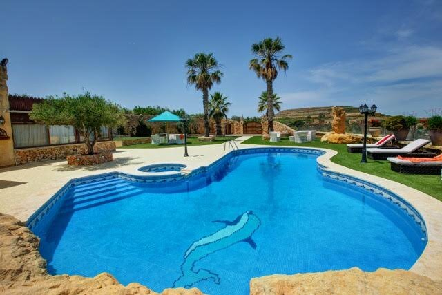 An Exclusive Farmhouse Surrounded by Mediterranean Gardens, holiday rental in Ggantija