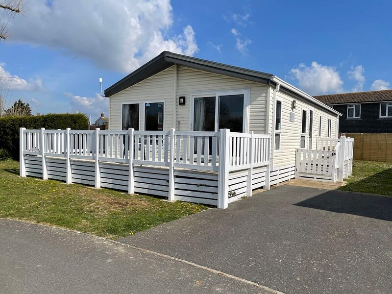 Pevensey Bay Holiday Park Corner  Lodge With Own Garden 3 Bedrooms 2 Bathrooms, holiday rental in Pevensey