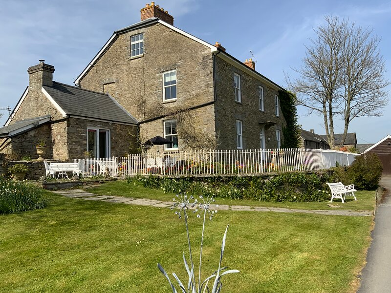 Large period house overlooking Hay-on-Wye, location de vacances à Newchurch