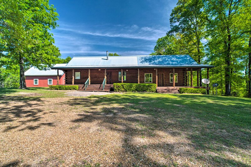 NEW! Rustic Woodville Getaway with Guest House!, holiday rental in Woodville