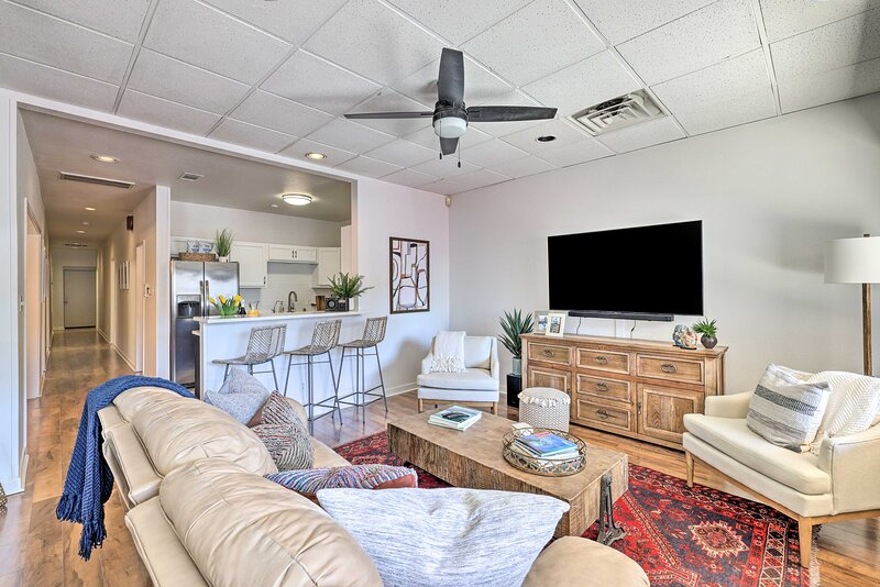 NEW! Renovated Dtwn Retreat < 1 Mi to Plaza Park!, holiday rental in Kyle