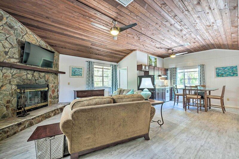 NEW! 'Casa Delight' Homosassa House & Studio Suite, alquiler vacacional en Homosassa Springs