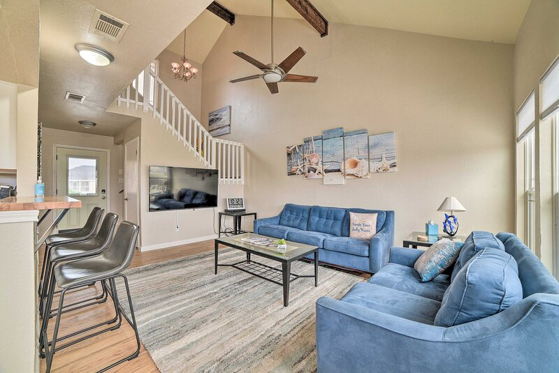 NEW! Waterfront Mustang Island Retreat w/ Dock!, vacation rental in Ingleside on the Bay