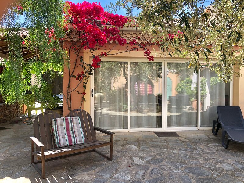 Amazing studio with shared pool, location de vacances à Sorbo-Ocagnano