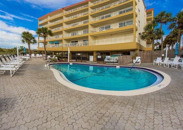 Large 2b 2b Unit in Beach Side Complex - Partial Beach Views, alquiler de vacaciones en Madeira Beach