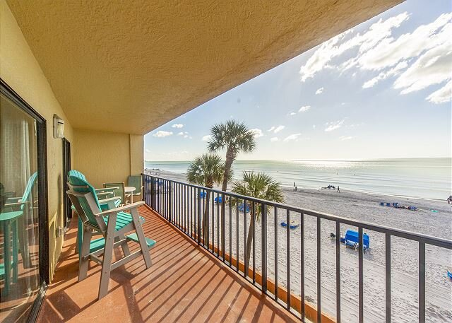 Unobstructed Beach & Gulf Views from Large Family Friendly Unit - Free WiFi., alquiler vacacional en Madeira Beach