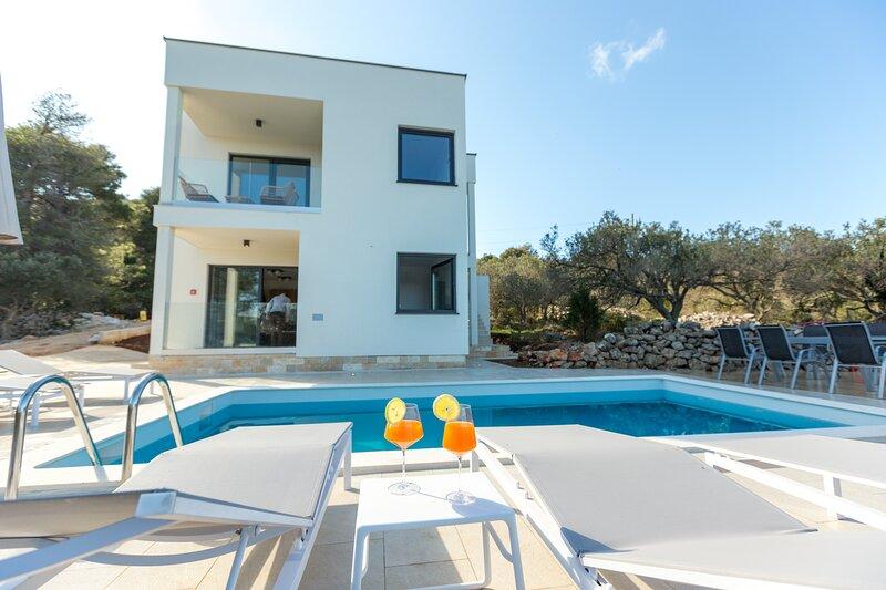 Luxury Apartment Mauro Gold with Pool, aluguéis de temporada em Dragove