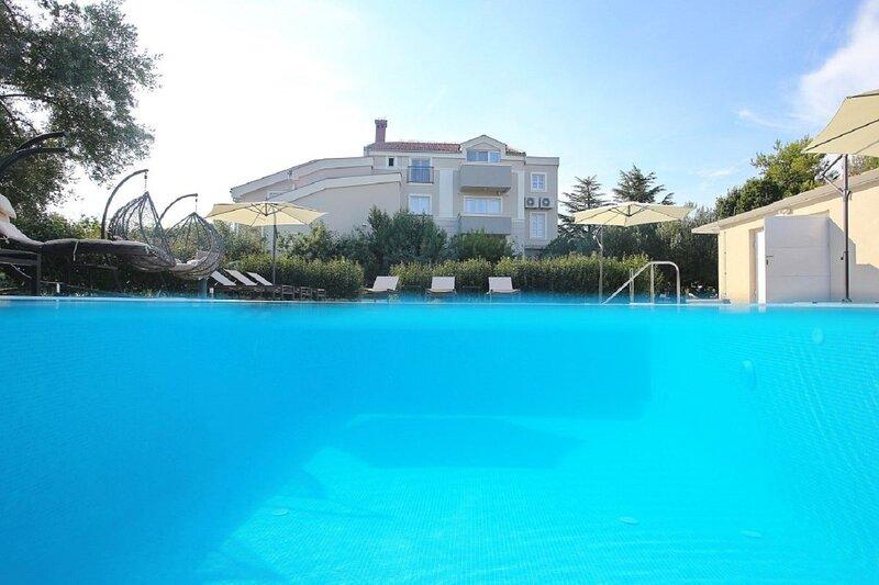 Villa Milka - heated pool: H(12) - Sveti Filip i Jakov, holiday rental in Donje Raštane