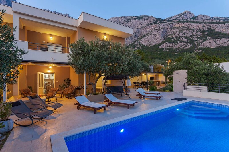 Holiday home with pool Arija, vacation rental in Veliko Brdo