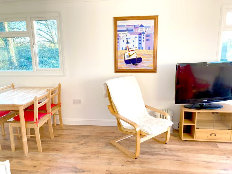 Cosy Cornish Holiday Chalet 133, holiday rental in St Merryn