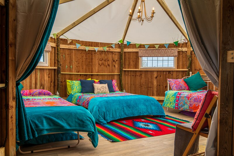 Mad Hatters Campsite & Glamping - Mad Hatter Luna Tent, location de vacances à Stretham