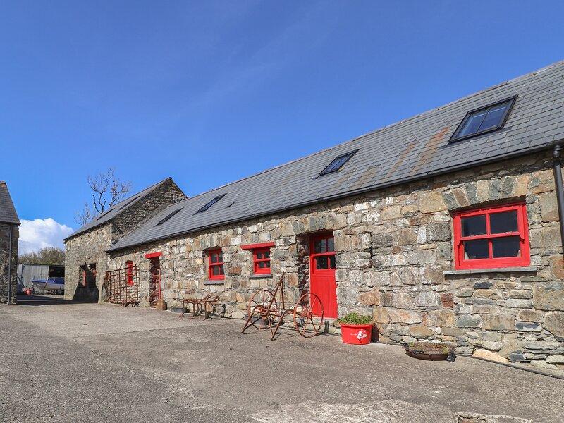 TY GWARTHEG, 4 bedroom, Pembrokeshire, holiday rental in Pontfaen