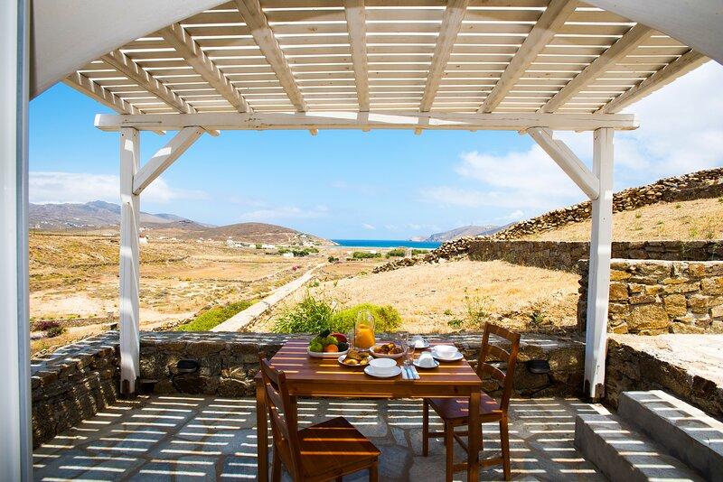 Arch by Koumi Homes Mykonos, holiday rental in Ftelia