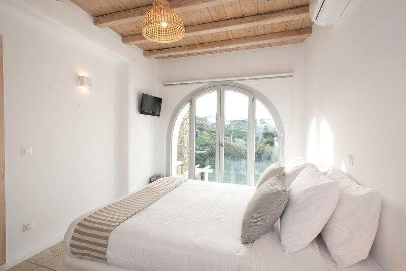 Little Arch by Koumi Homes Mykonos, holiday rental in Ftelia