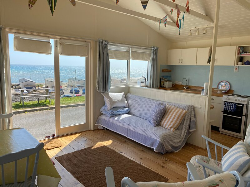 Sandpipers Beach Retreat-2 bedrooms, holiday rental in Charmouth