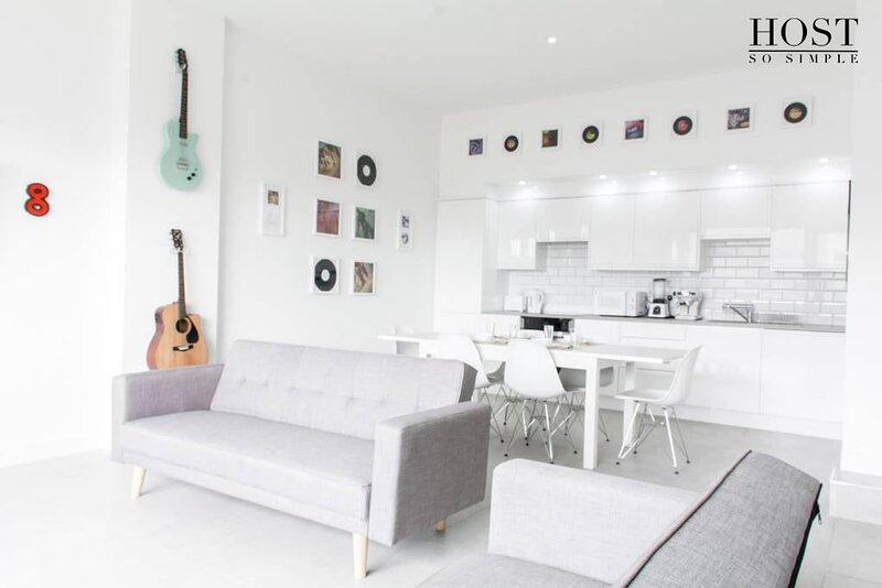 Luxury, Central, Musician's Apt. w/Grand Piano!, location de vacances à New Brighton
