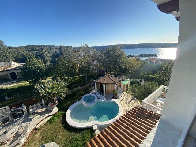Villa Agata with Pool & Sauna near sandy beach -  1st Floor, alquiler de vacaciones en Rab Island