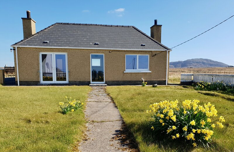 Bayview Holiday Cottage, holiday rental in Adabroc