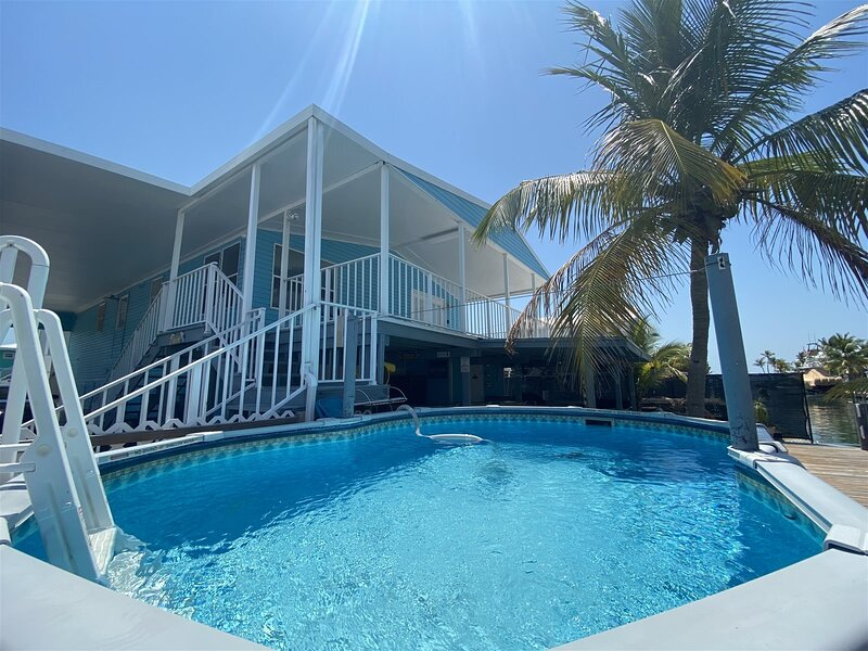 Blue Marlin 2/2 Pool home with 35` Dock Easy Access to Atlantic, holiday rental in Grassy Key