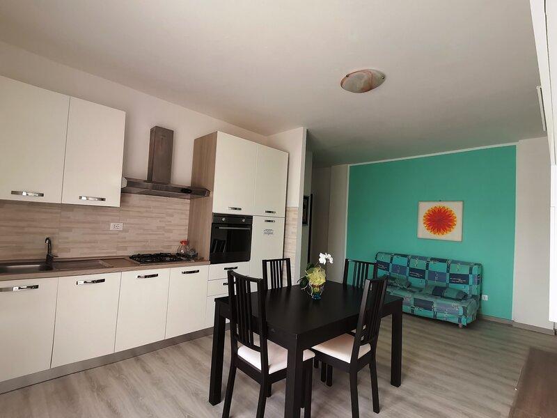 Appartamento trilocale con balcone vista mare in zona centrale, aluguéis de temporada em Lido delle Nazioni