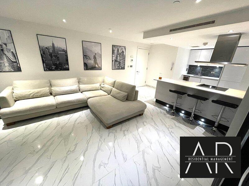 14th Floor Luxury Apartment -Ocean Village, holiday rental in Netley