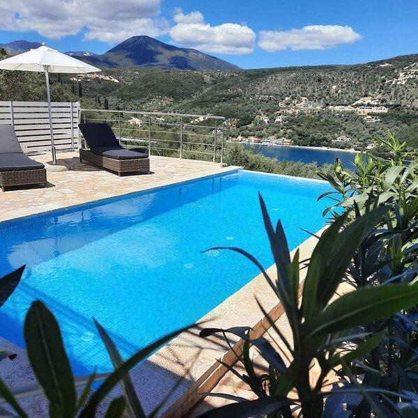 Villas Amantea 5 con piscina privata e vista panoramica sul porto di Sivota, holiday rental in Sivota