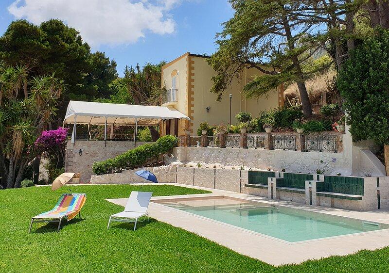 Villa Maruggi, Piscina, Bosco d'Alcamo Family Holidays, holiday rental in Alcamo