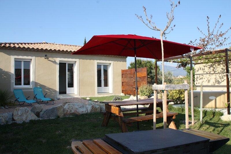 Grande Bastide Saint Ambroise avec spa et piscine, holiday rental in Saint-Pierre de Vassols