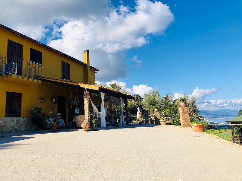 Villa Avilau, beautiful villa with swimming pool 4km from the sea, vacation rental in Naso