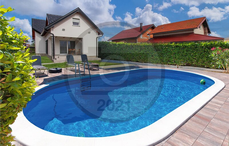 Stunning home in Varazdin Breg with Outdoor swimming pool, WiFi and 2 Bedrooms (, casa vacanza a Donje Makojisce
