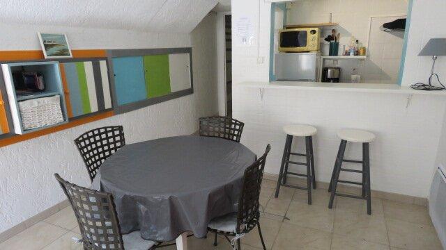 Gite studio à Cournonsec, proche Montpellier Séte, holiday rental in Montbazin