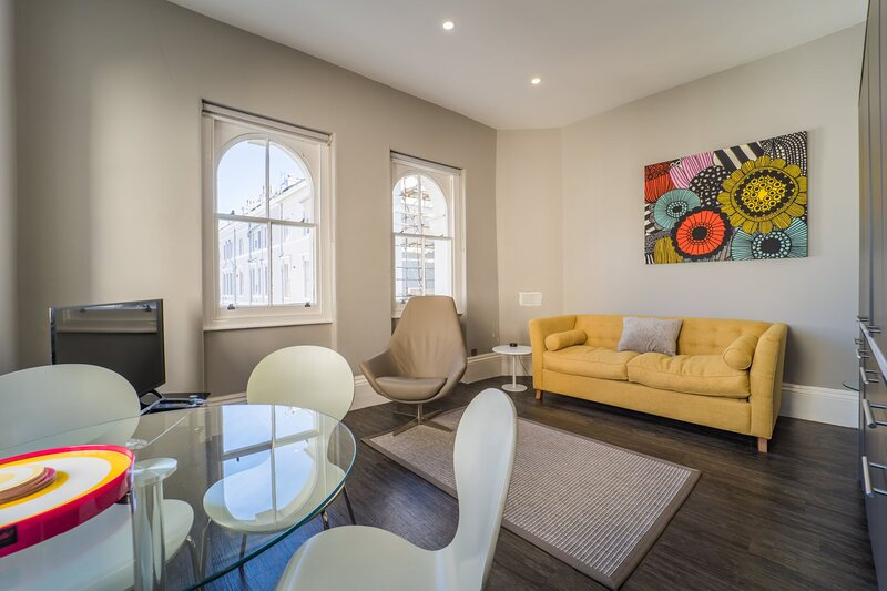 RoomApart No 3, 1 Elliot Terrace - Modern and spacious studio apartment, holiday rental in Turnchapel