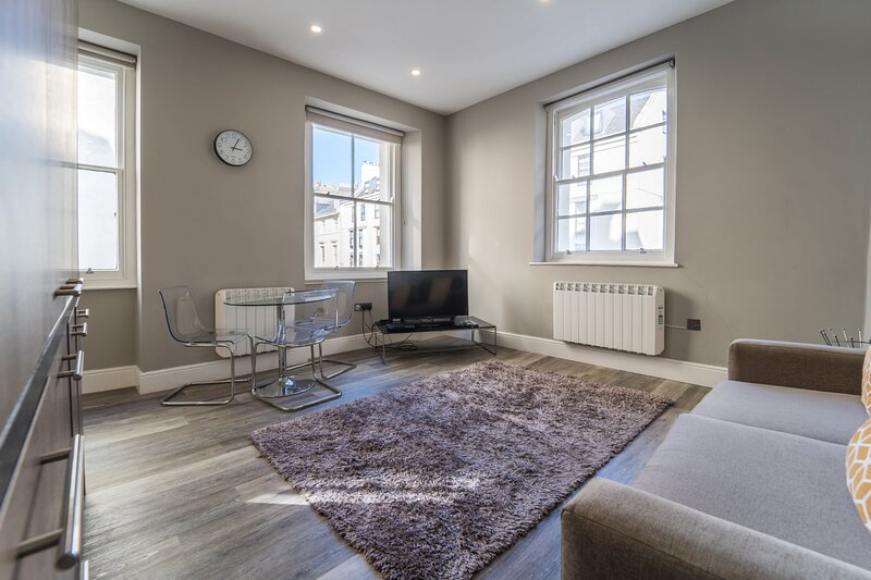 RoomApart 1a 1 Elliot Terrace - Modern spacious ground floor studio apartment, holiday rental in Turnchapel