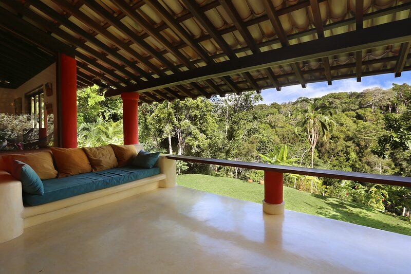 Jungle House 15 min walk to the beach, river inside property, holiday rental in Curuipe