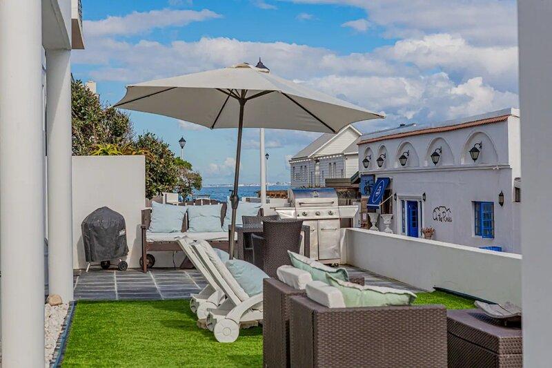 Blouberg White Waves Beach Front Apartment, alquiler de vacaciones en Melkbosstrand