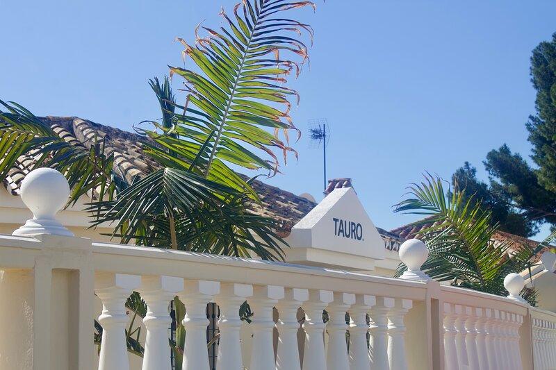 Luxury B&B Villa Tauro, aluguéis de temporada em La Cala de Mijas