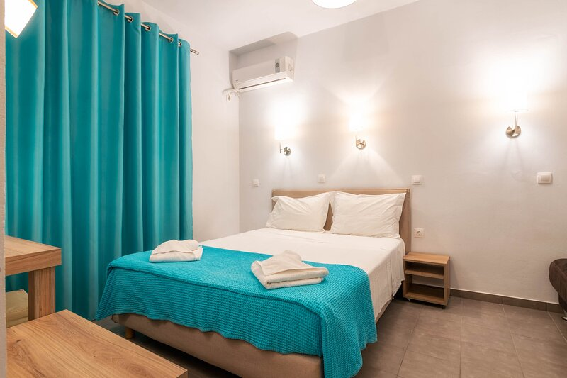 Triple Studio with Sea View, location de vacances à Drosia