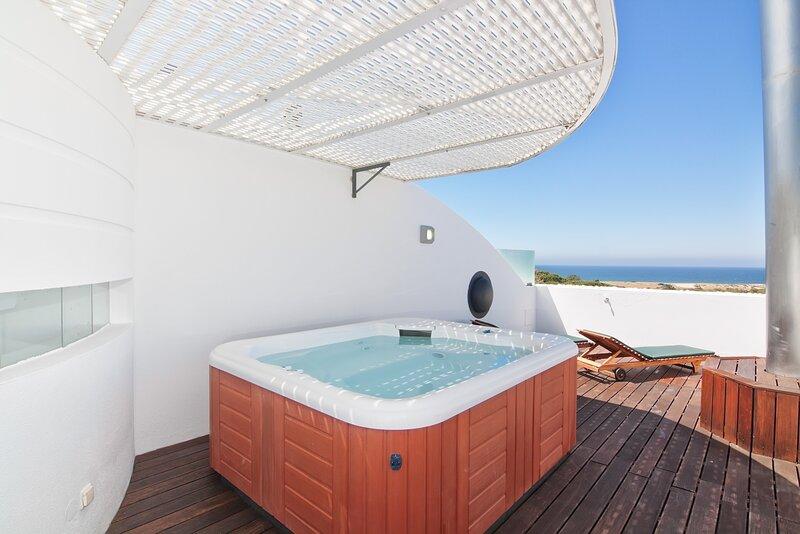 Oceanview Apartment, Ferienwohnung in Almancil
