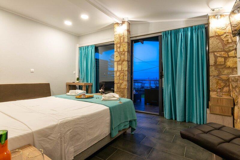 Superior Triple with Sea View, location de vacances à Drosia