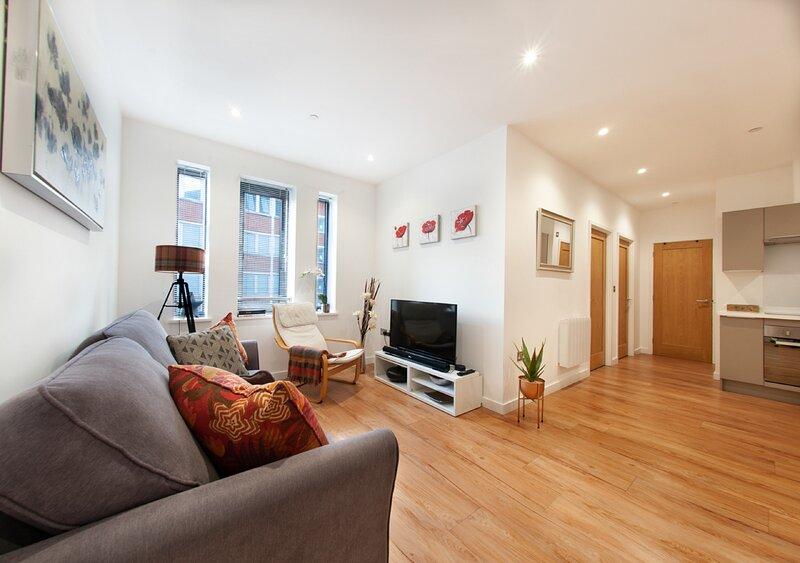 Modern 2 bedroom Apartment, vacation rental in Caversham
