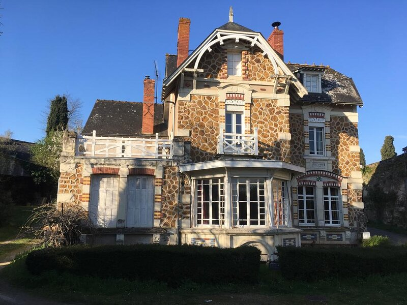 Abbey Road Le Thoureil 6 bedrooms in front of La Loire, alquiler vacacional en Les Rosiers sur Loire
