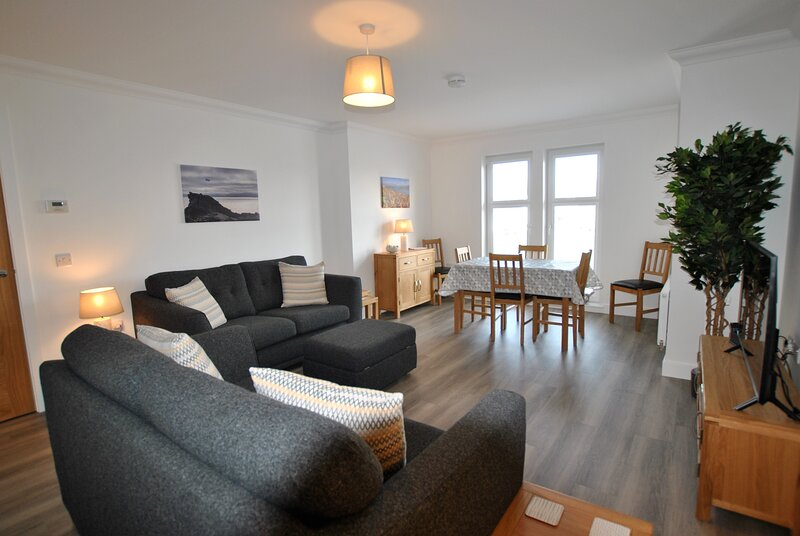 Maeyar- contemporary apartment in coastal village, holiday rental in Cellardyke