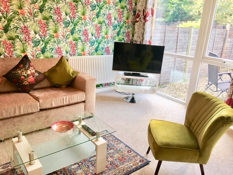 Warm & Cosy Birch Close House with Free Parking & Sleeps 8, holiday rental in Madingley