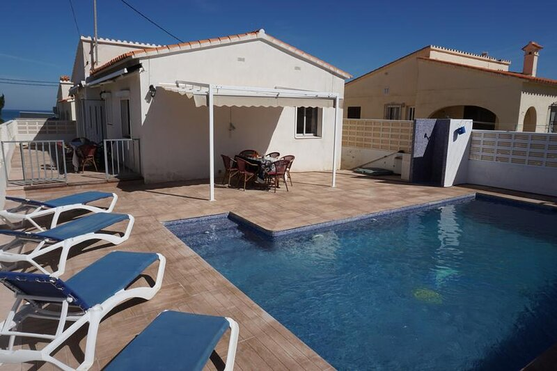 Villa PLAYA AZUL a dos pasos de la playa en els Els Poblets, holiday rental in Els Poblets