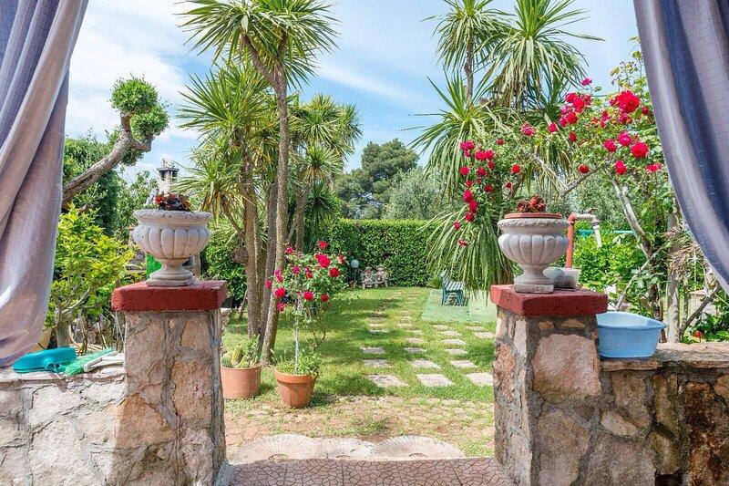 IPU6001 HOUSE VILLA ANNA**** by Holiday World, holiday rental in Cozzana