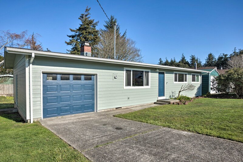 NEW! North Bend / Coos Bay Escape by Coast & Dunes, vacation rental in Lakeside