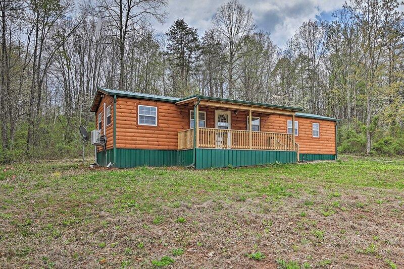 NEW! Bidwell Cabin w/ Deck: Trail & Creek Access!, holiday rental in Bidwell